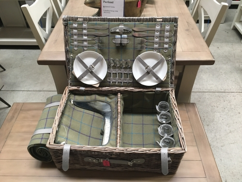 4 Person Picnic Hamper And Blanket
